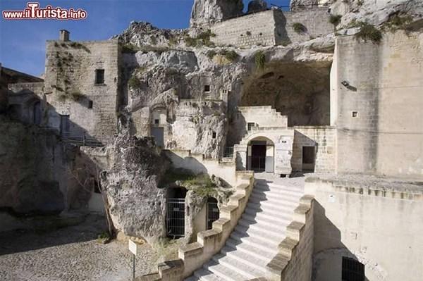1-1-casa_grotta_di_vico_solitario_matera_GF.jpg