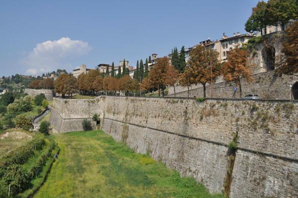 1-2-patrimonio-della-citta-e-non-solo,-le-mura-venete.jpg