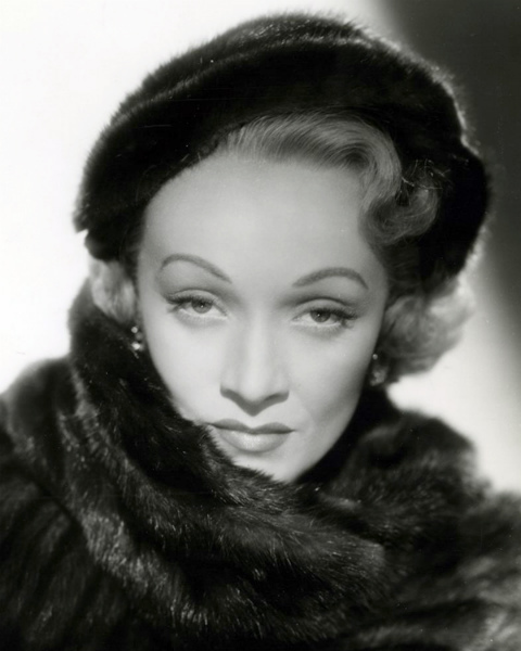 1-Marlene_Dietrich 1951.jpg