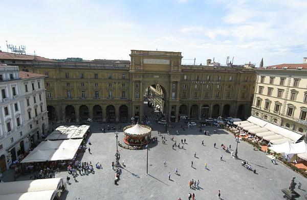 1-Piazza_Repubblica_Firenze_Apr_2008_1-Piazza_Repubblica_Firenze_Apr_2008.jpg