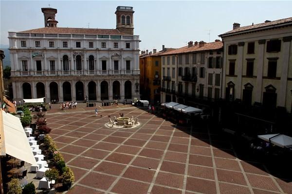 1-piazza vecchia_GF.jpg