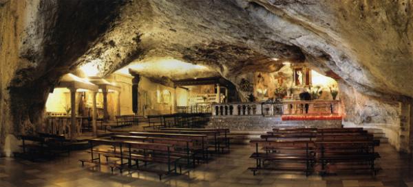 10-1-santuario_san michele arcangelo_grotta_gatta_1506351795315.jpg