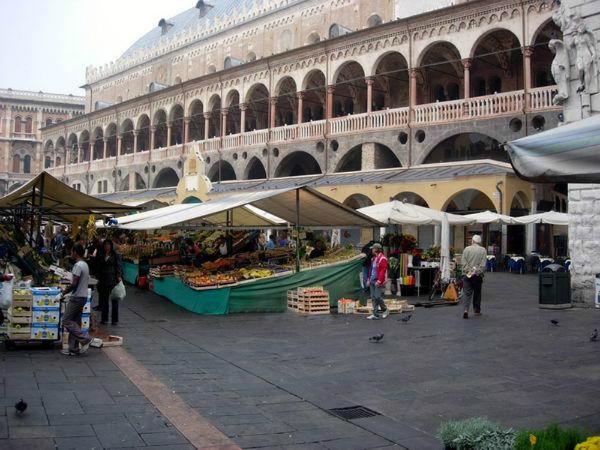 10-mercato piazza erbe-2.jpg