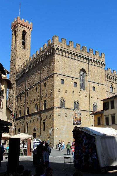 11-Palazzo_del_bargello_visto_da_piazza_san_firenze.jpg