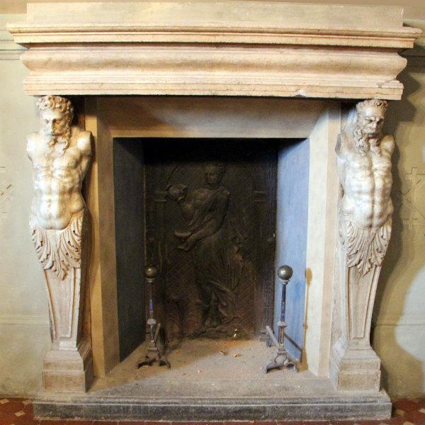 11-Villa_di_poggio,_appartamenti_di_bianca_cappello,_sala_del_camino,_tel,_02.jpg