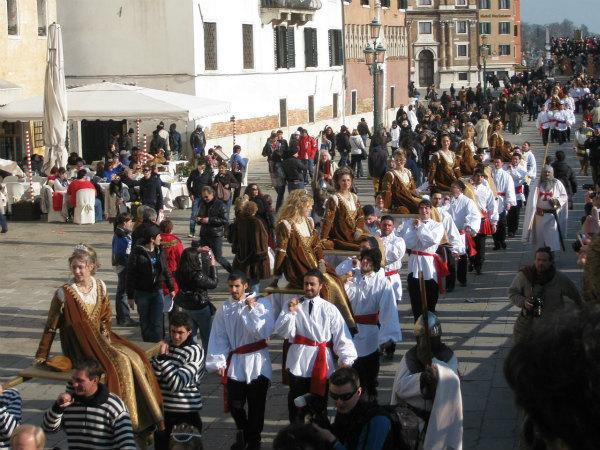 12-.1280px-Carnevale_di_Venezia_2011_-_Festa_delle_Marie.jpg