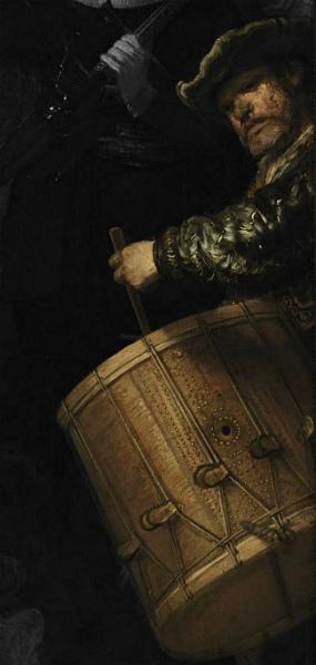 12-Particolare-uomo-tamburello-ronda-notte-Rembrandt.jpg