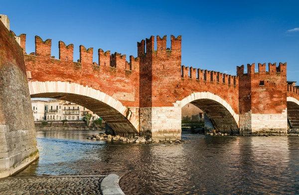 12-ponte_scaligero_verona_shutterstock_176599436.jpg