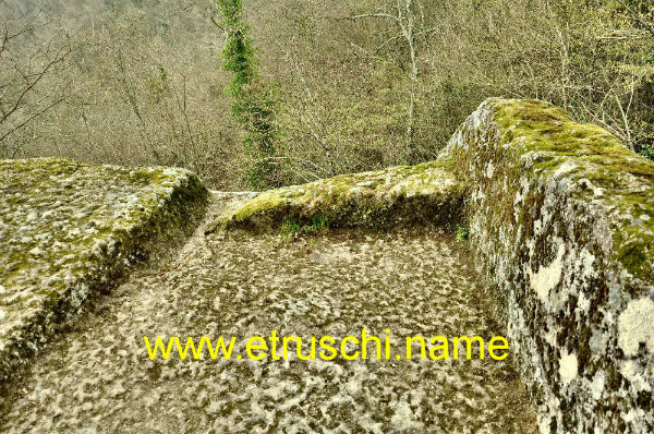 13-Piramide_Etrusca_Bomarzo_DSC_7192.jpg