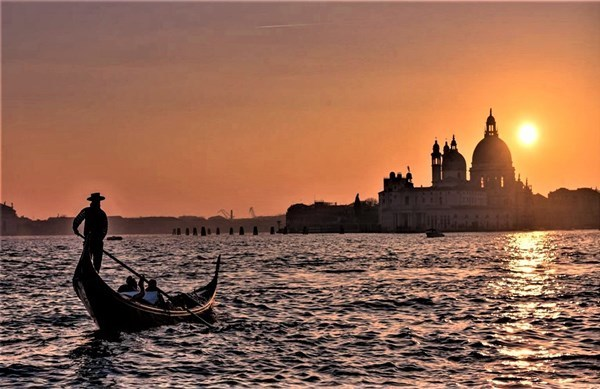 13-Venezia_Gondola_Lovivo_Tour_GF.jpg