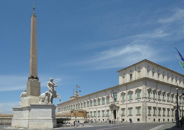15-Quirinale_palazzo_e_obelisco_con_dioscuri_Roma.jpg