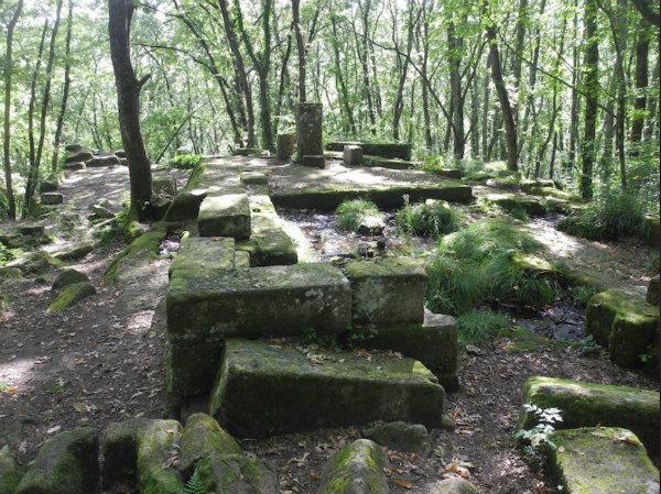 17-La-Piramide-etrusca-di-Bomarzo-4.jpg