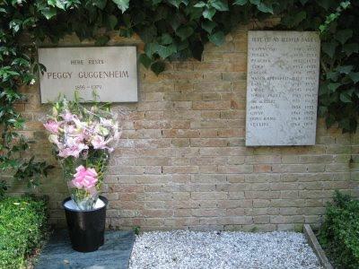 17-grave+of peggyguggenheim.jpg