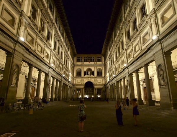 2-1-Galleria-degli-Uffizi-e-Corridoio-Vasariano-1024x795.jpg