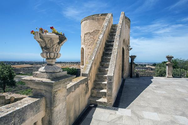 2-5-Terrazza-castello-Donnafugata-il-Viaggio-in-Sicilia.jpg