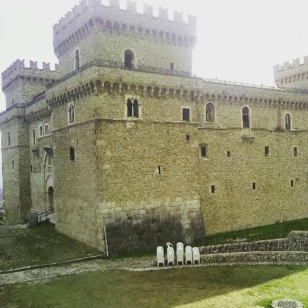 2-5-castello-ducale-di-casoli.jpg