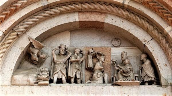 2-Maestro_dei_Mesi,_sogno_e_adorazione_dei_magi,_1200-10_ca._02.jpg