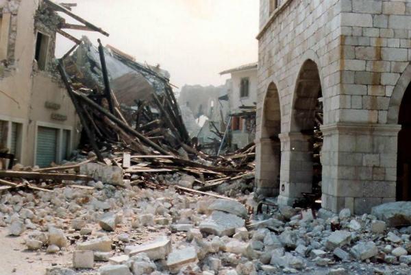 20-dopo terremoto 1976.jpg