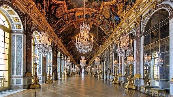 22-la Galleria degli Specchi-Hall-of-Mirrors.jpg