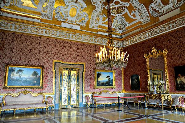 25-Sala_XVI_(Palazzo_Reale_di_Napoli)_001.jpg
