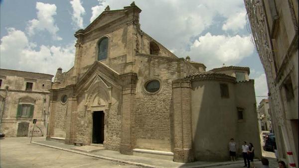28-santa-maria-maggiore-miglionico-facciata-edificio.jpg