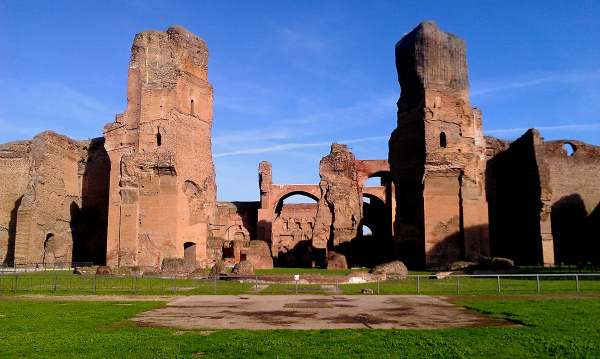 29-Baths_of_Caracalla,_facing_Caldarium.jpg
