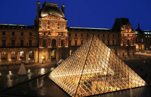 3-3-Le-Louvre-pyramide-cour-Napoléon-nuit-_-630x405-_-©-Thinkstock.jpg