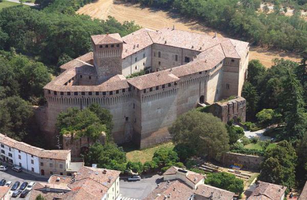 3-4-castello-di-montechiarugolo-foto1-674x438.jpg