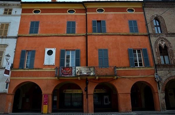 33-Dům_Antonia_Barezzi,_Busseto_GF.jpg