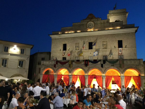 33-montefalco_palazzo-comunale_agosto.jpg