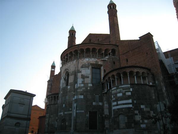 36-Cremona_Duomo_abside_GF.jpg