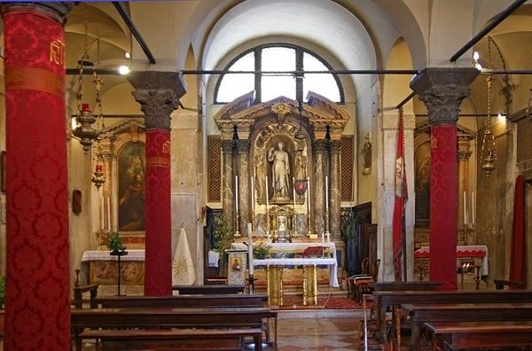 4--San_Giacomo_di_Rialto_(interno).jpg