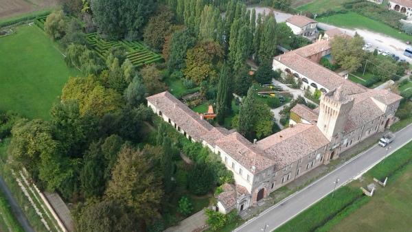 4-3-panoramica Castello di San Pelagio.jpg
