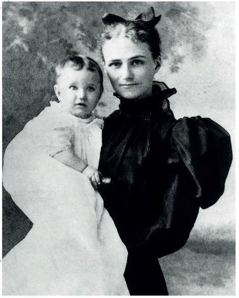 4-Wallis-con la madre Alice.jpg