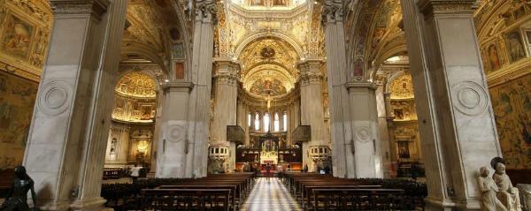 4-i-sontuosi-interni-di-santa-maria-maggiore.jpg