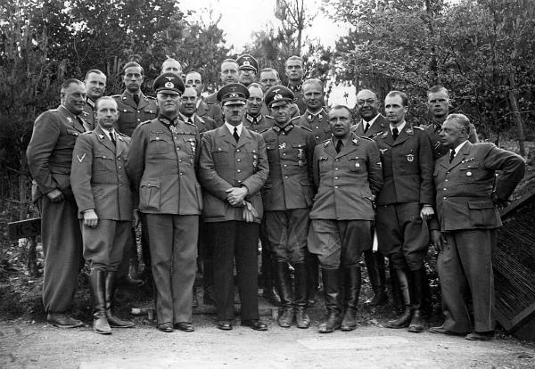 5-1940年6月、建造中のヴォルフスシャンツェ.jpg