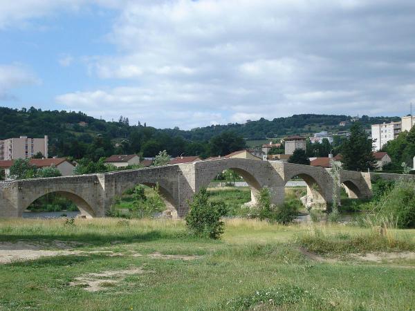 5-Brives-Charensac_(Haute-Loire,_Fr),_vieux_pont_sur_la_Loire.jpg