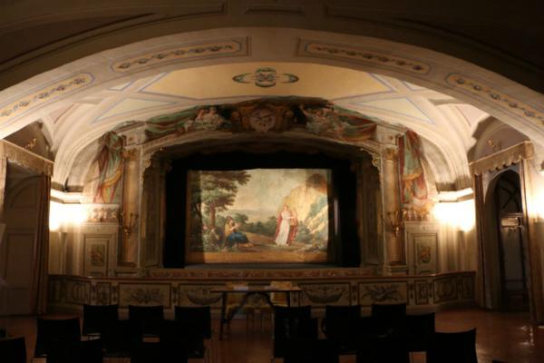 5-poggio-caiano-villa-theater.jpg