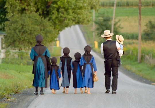 6--amish-family-walking.jpg