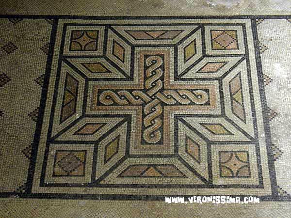 6-1-tour-verona-sotterranea-mosaico.jpg
