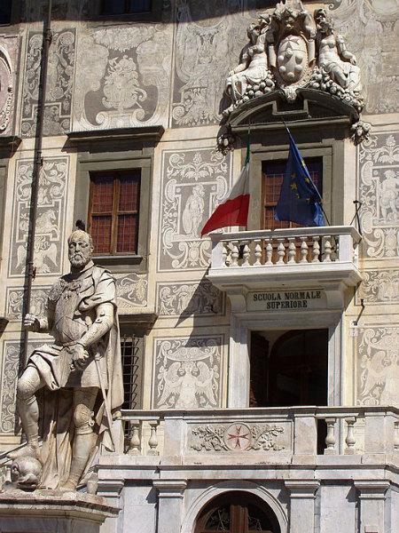 6-7-Palazzo_dei_Cavalieri_(detail)_-_Pisa,_Italy.jpg