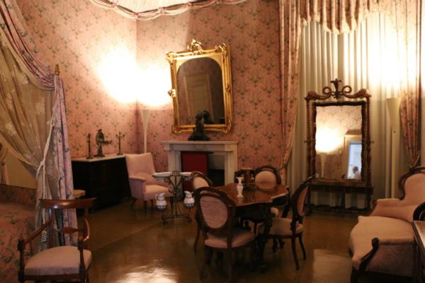 6-poggio-caiano-elisa-bedroom.jpg