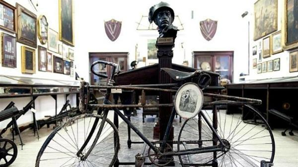 7-La bicicletta di Enrico Toti insieme alla sua gruccia_GF.jpg