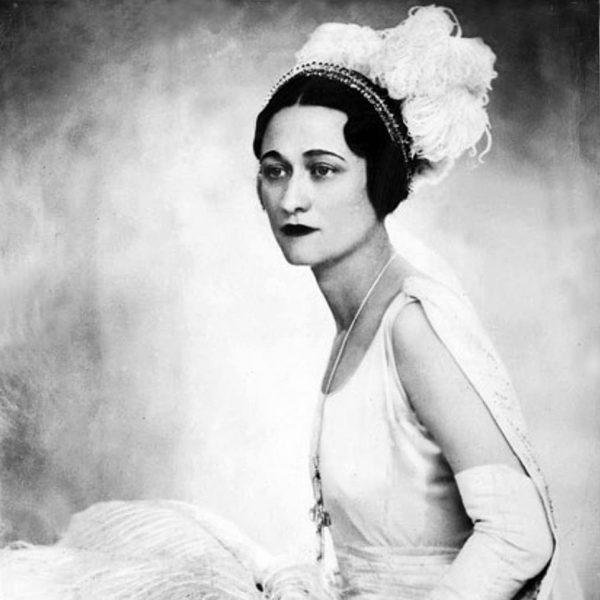 7-Wallis-nel 1931 con l'abito della presentazione a corte.jpg