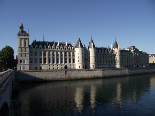 8-2-Paris,_Conciergerie_01.jpg