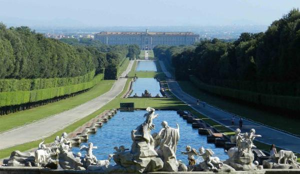 8-2-Visitare-la-Reggia-di-Caserta-da-Napoli-con-parco-1140x660.jpg