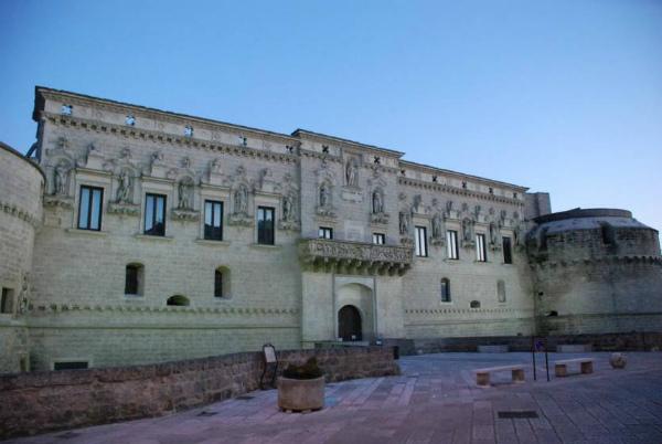8-corigliano_dotranto_castello_facciata_lib_comune.jpg