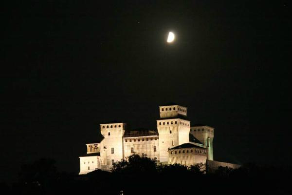 86-torrechiara_notte.jpg