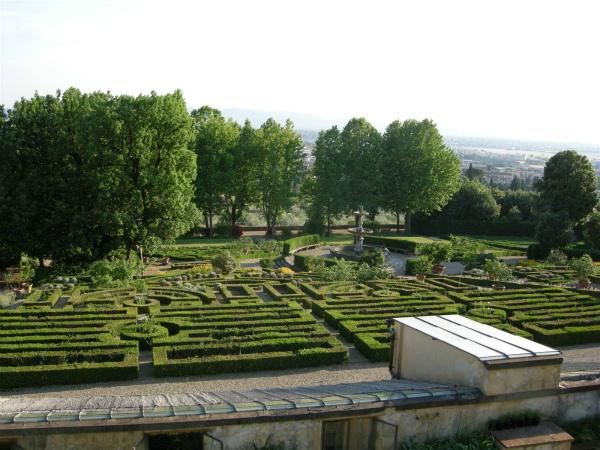 9-5-_villa-la-petraia--giardini-formali-.jpg