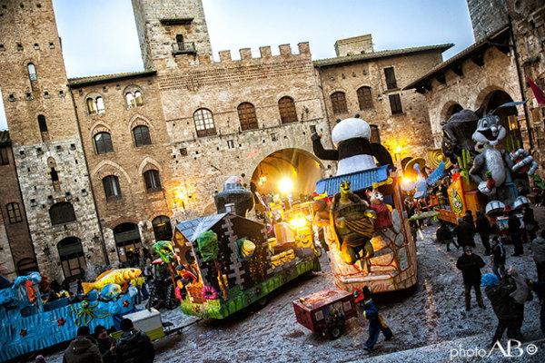 9-Carnevale_SanGimignano_2013.jpg